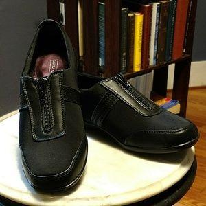 Laura Scott black easy sport zip-clise shoe